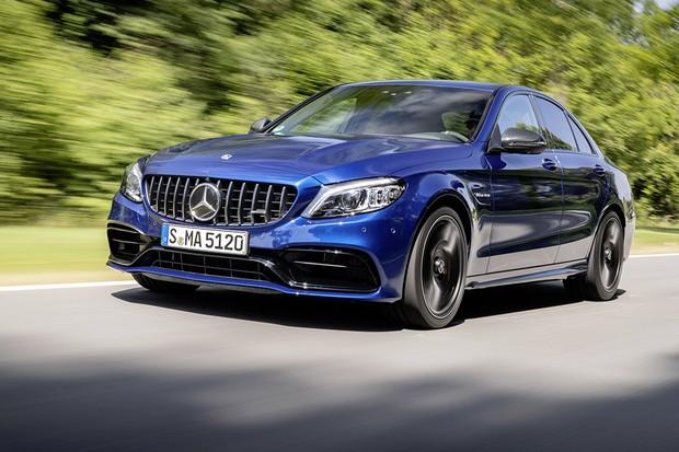 Mercedes-AMG C 63 S Limousine; brillantblau metallic; AMG Leder Nappa schwarz;C 63/ C 63 S; Kraftstoffverbrauch kombiniert: 9,9 l/100 km; CO2-Emissionen kombiniert: 227 g/km*Mercedes-AMG C 63 S Sedan; brilliant blue metallic; AMG nappa leather black;C (Foto: Daimler AG)