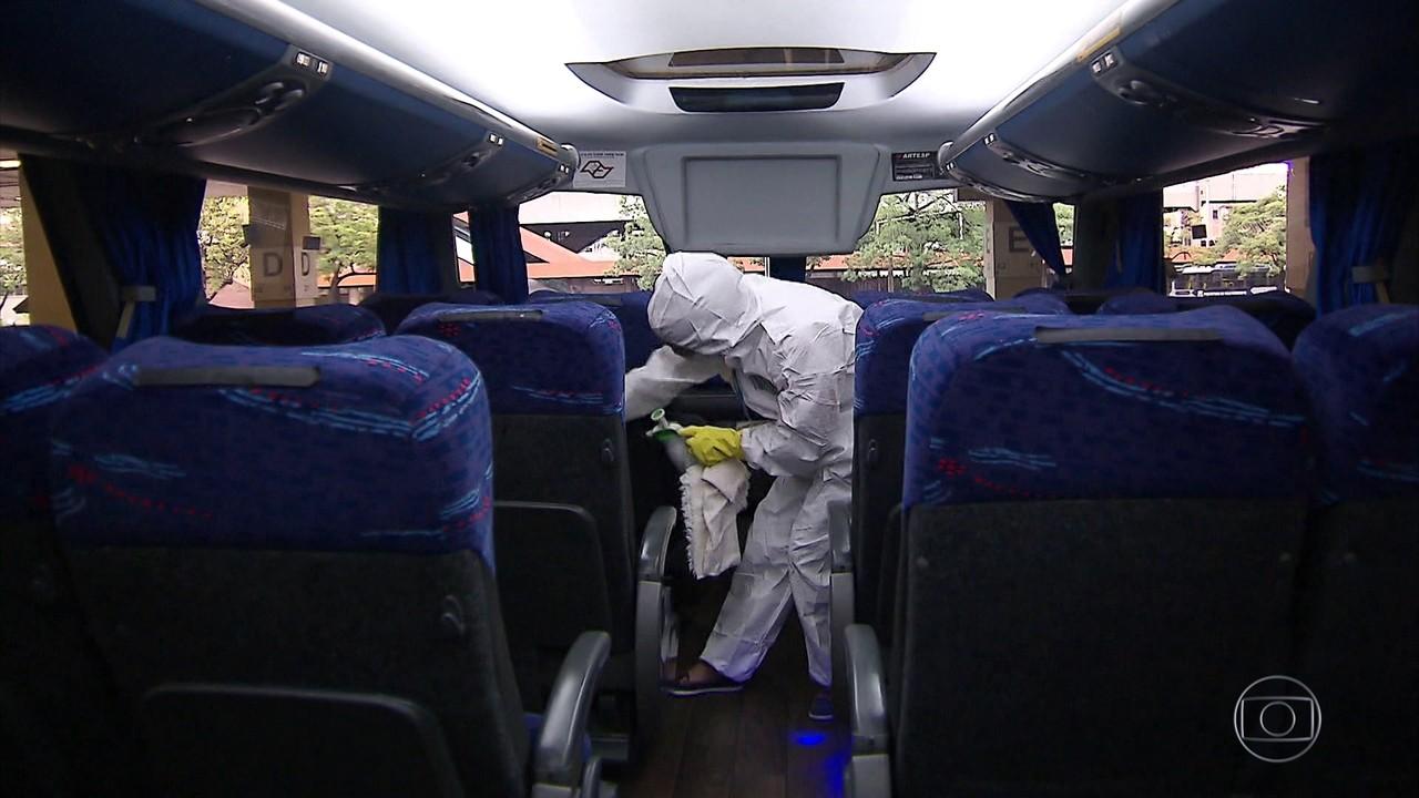 Infectologistas temem que as viagens de ônibus de fim de ano agravem ainda mais a pandemia