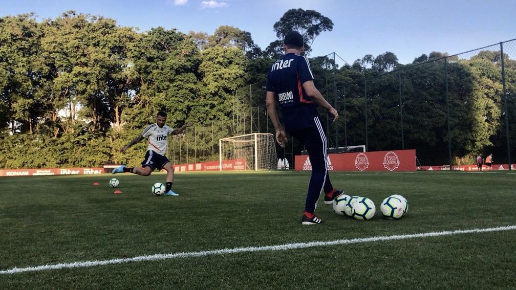 Daniel Alves faz treino no CT da Barra Funda — Foto: São Paulo FC / divulgação