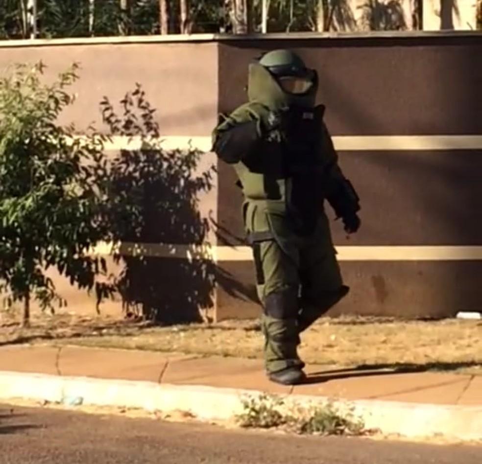Esquadrão Antibombas foi chamado para detonar a granada (Foto: Divulgação/Esquadrão Antibombas)