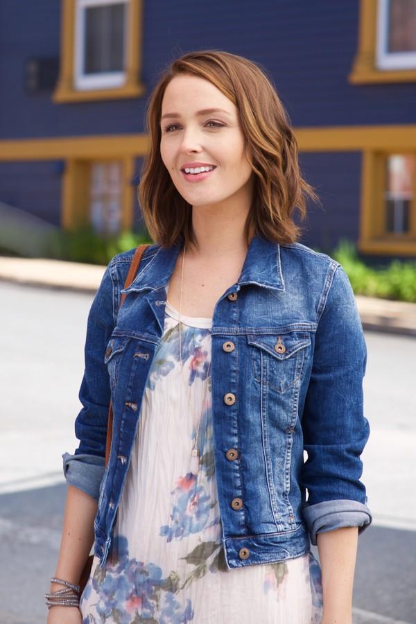 Camilla Luddington (a Jo Wilson de Grey's Anatomy) é Cecilia, a veterinária da cidade  (Foto: Divulgação)