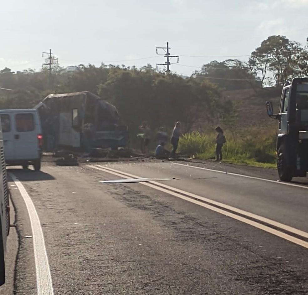 Ônibus com trabalhadores e caminhão bateram em Taguaí; 22 pessoas morreram — Foto: Arquivo pessoal