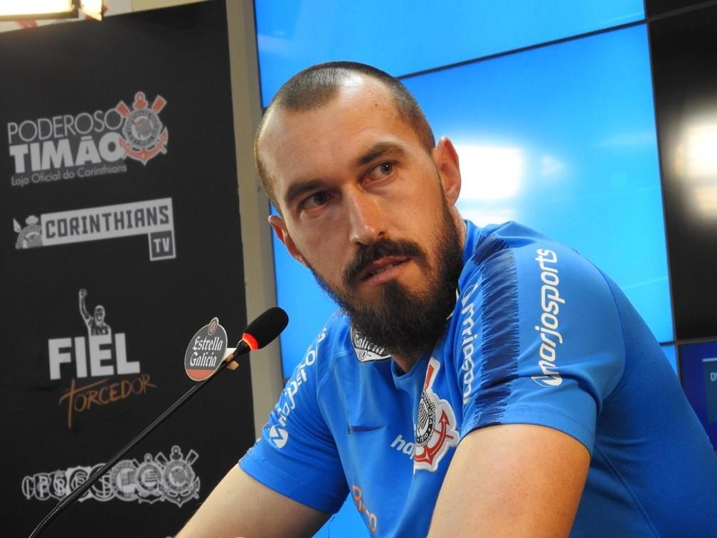 Walter em entrevista no Corinthians — Foto: Marcelo Braga