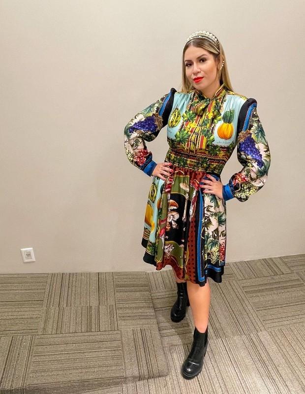 Marília Mendonça com vestido Dolce e Gabanna e botas Gucci (Foto: Reprodução/ Instagram)