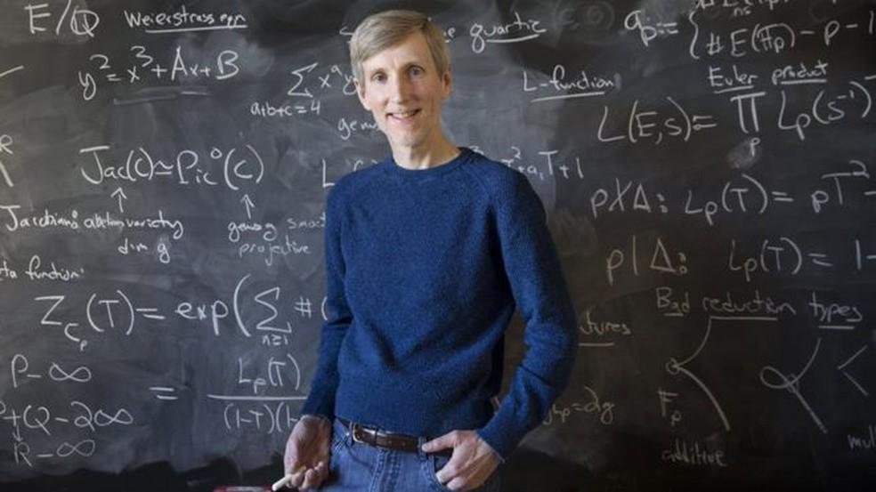'Descobrir finalmente a solução para k=42 é muito gratificante; e, em certo sentido, confirma que tudo vai bem no mundo da matemática', afirma Andrew Sutherland, do MIT — Foto: Andrew Shuterland/Arquivo Pessoal/BBC