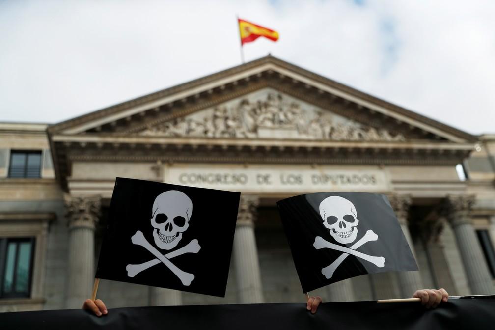 Protesto contra o projeto de eutanásia em Madri, em 17 de dezembro de 2020 — Foto: Susana Vera/Reuters