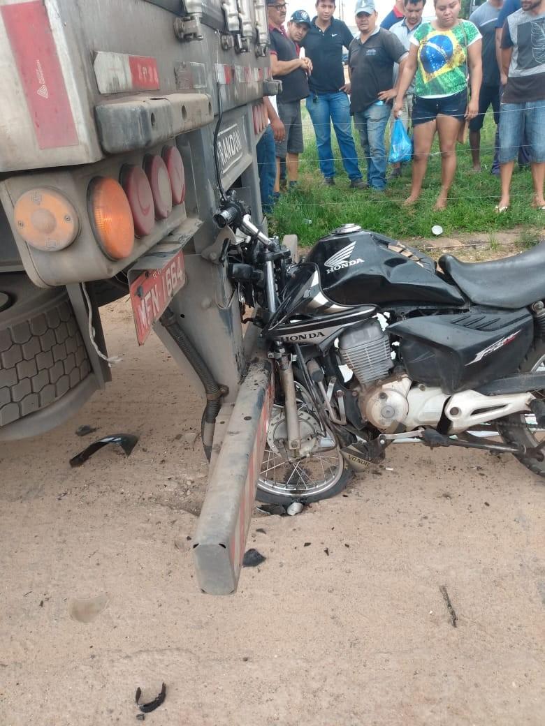Motociclista morre após colidir na traseira de caminhão na BR-135 no MA