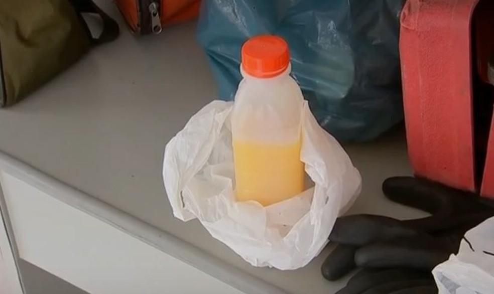 Garrafa de suco foi apreendida pela polícia (Foto: Reprodução/TV TEM)