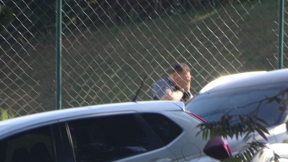 Jorginho, segurança do Atlético-MG, bastante emocionado durante socorro a Bebeto de Freitas na Cidade do Galo (Foto: Rafael Araújo)