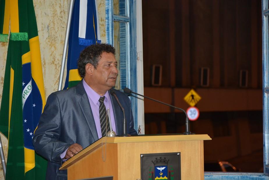 Câmara dá posse a suplente de vereador que renunciou em Varginha, MG