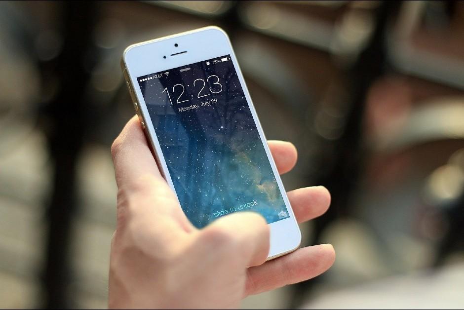 Aplicativos disponíveis em smartphones rastreiam as informações dos usuários (Foto: Pixabay)