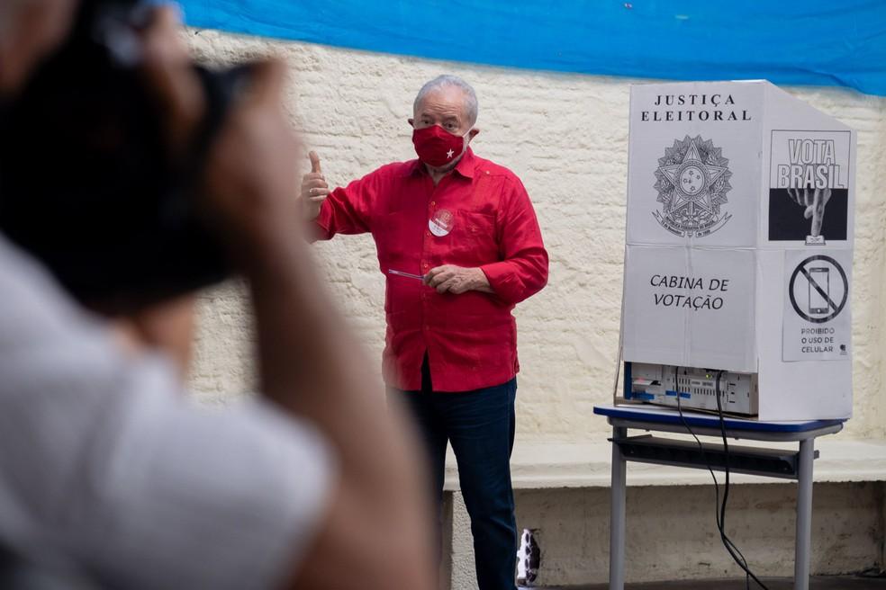 O ex-presidente Luiz Inácio Lula da Silva durante votação em São Bernardo do Campo, no ABC paulista, neste domingo (15) — Foto: Marcelo Brandt/G1
