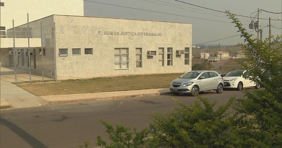 Ex-patrão atropelou funcionários após audiência trabalhista em Pouso Alegre — Foto: Reprodução EPTV