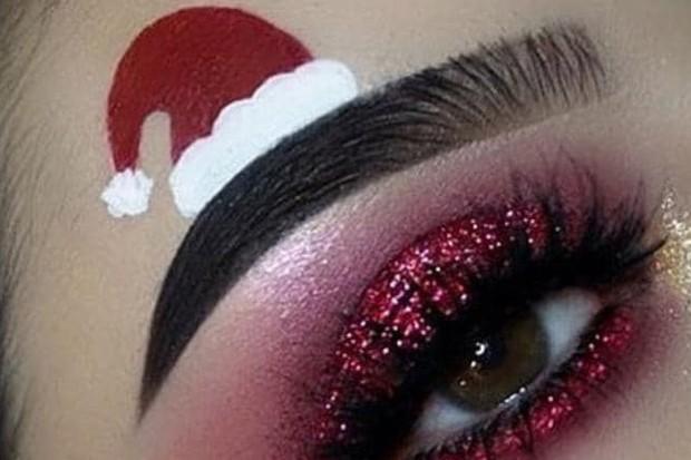 Maquiagem para o Natal: sobrancelhas bizarras que estão bombando na web  (Foto: Reprodução / Instagram)