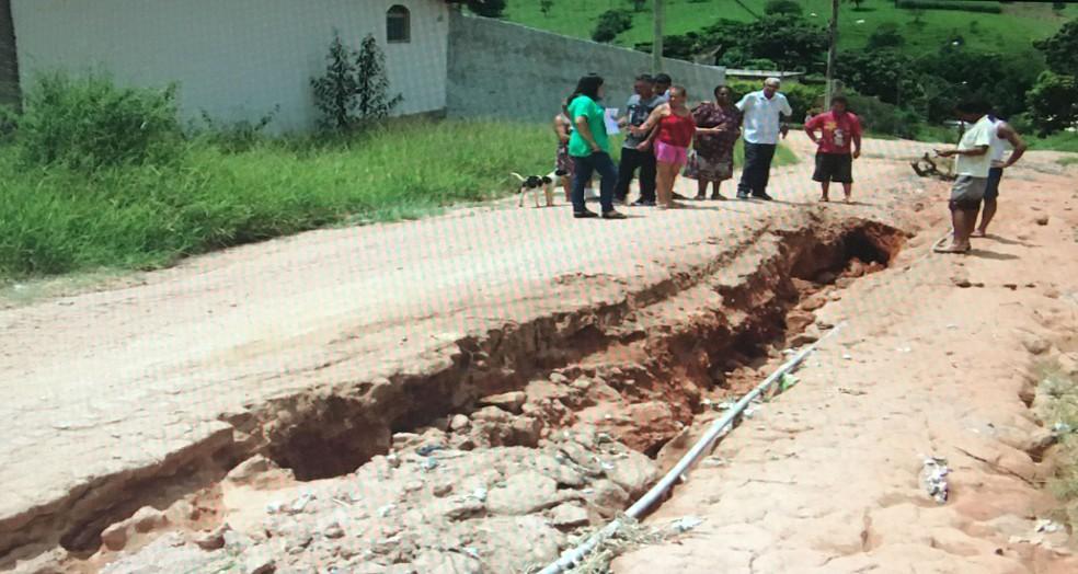 -  Rua está em más condições no bairro Jardim Primavera em Divinópolis  Foto: Reprodução/TV Integração