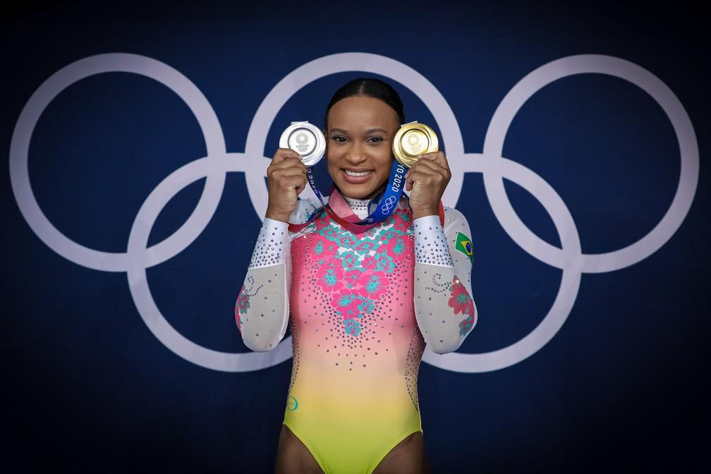 Rebeca Andrade com as medalhas das Olimpíadas — Foto: Ricardo Bufolin/ Panamerica Press/ CBG