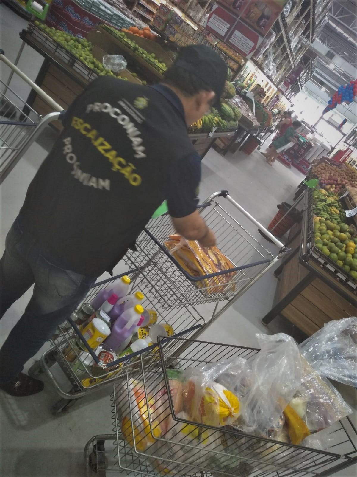 Mais de 40 kg de alimentos irregulares são apreendidos em supermercado no bairro Tarumã, em Manaus - Notícias - Plantão Diário