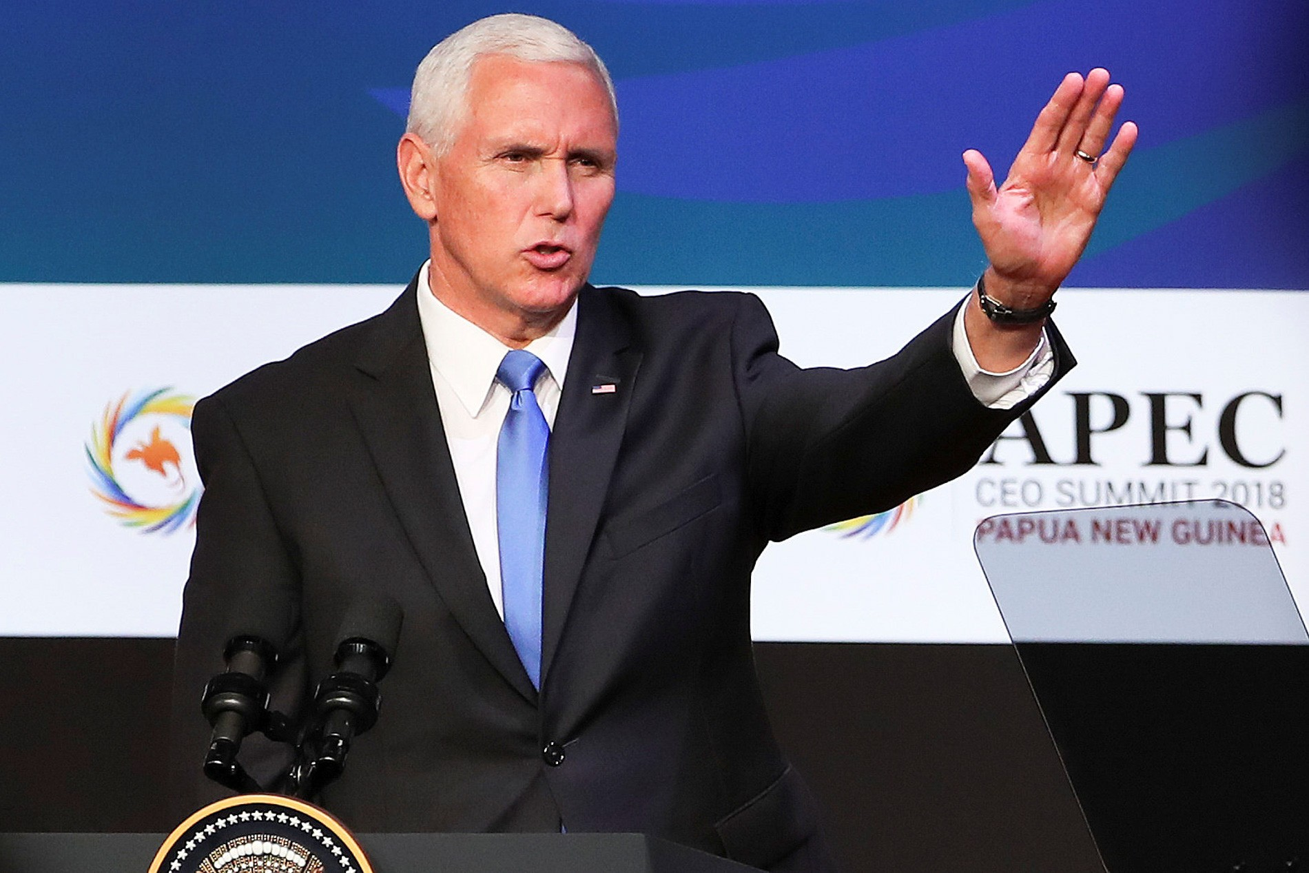 Vice-presidente dos EUA diz que tarifas continuam até China anunciar mudanças