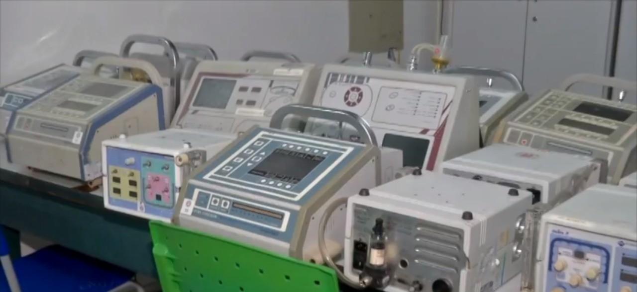 Voluntários do IFMT consertam respiradores de graça para pacientes com coronavírus em hospitais