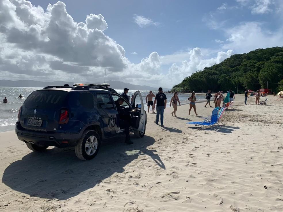 Guarda Municipal de Florianópolis fiscaliza praia neste sábado (27) — Foto: Anne Caroline Anderson/PMF/Divulgação