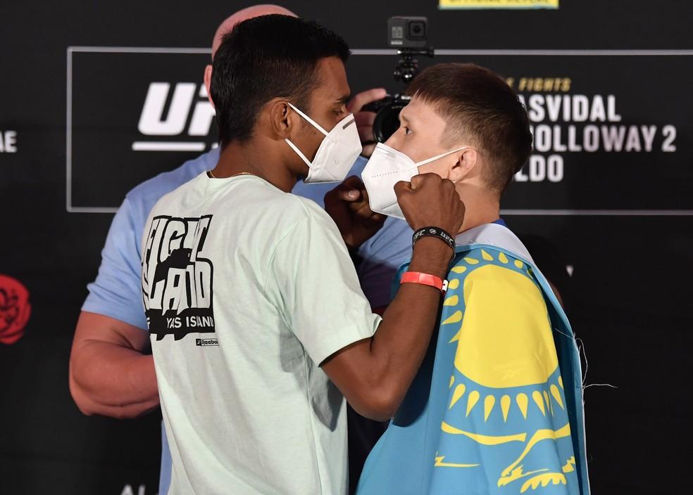 Raulian Paiva Zhalgas Zhumagulov encarada UFC 251 — Foto: Getty Images