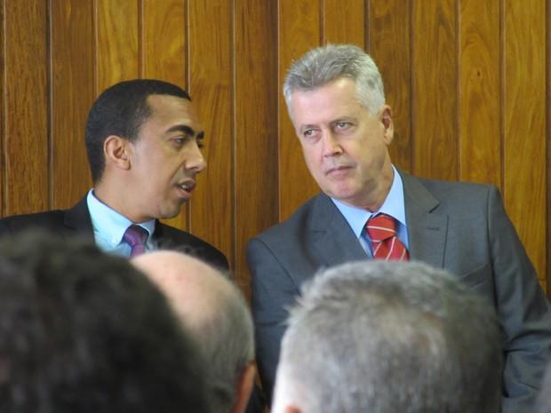 O vice-governador Renato Santana e o governador Rodrigo Rollemberg durante coletiva no Palácio do Buriti (Foto: Raquel Morais/G1)