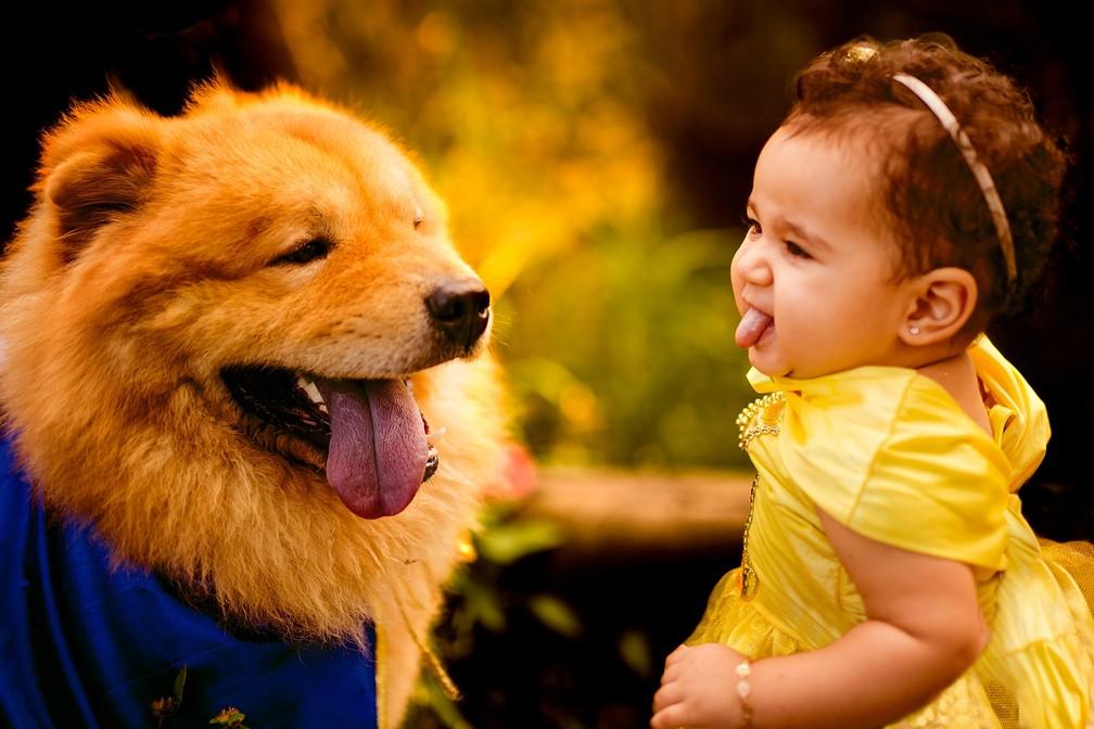 Ava e Aslan convivem desde que a pequena nasceu (Foto: Penha Ferreira/Estúdio Casa Amarela)