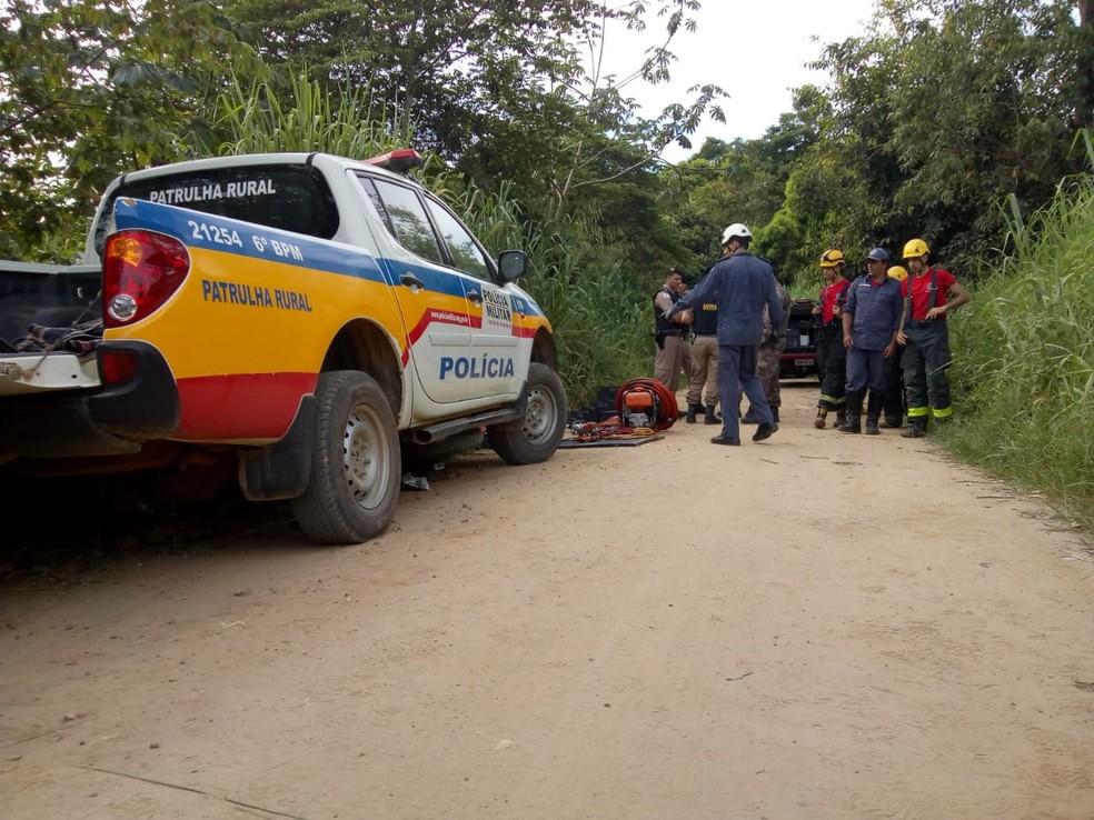 Durante perseguição de suspeitos do crime, um homem morreu após bater a moto que estava em fuga — Foto: Ronalt Lessa/Inter TV dos Vales