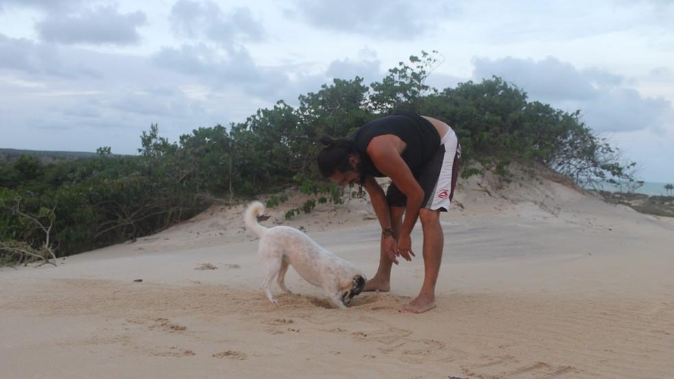 Papaya é companheira de viagem de Anne-Hélène e Marco, mas se perdeu na Paraíba  (Foto: Anne-Hélène Berçon/Arquivo pessoal)