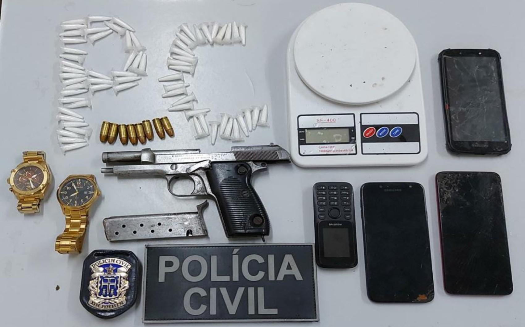 Homem é preso com drogas e arma de fabricação italiana em imóvel no interior da Bahia