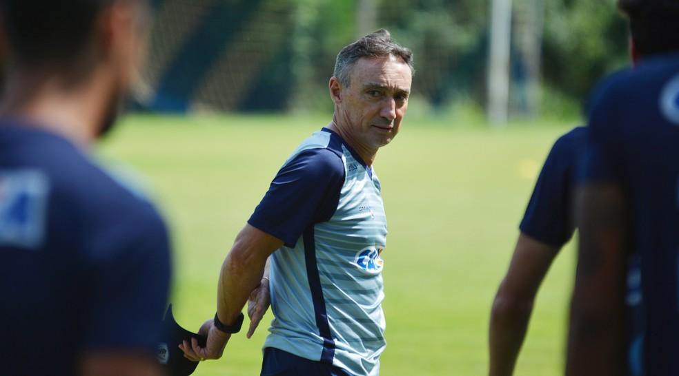 Roberto Fonseca, ex-técnico do Londrina — Foto: Gustavo Oliveira/Londrina EC