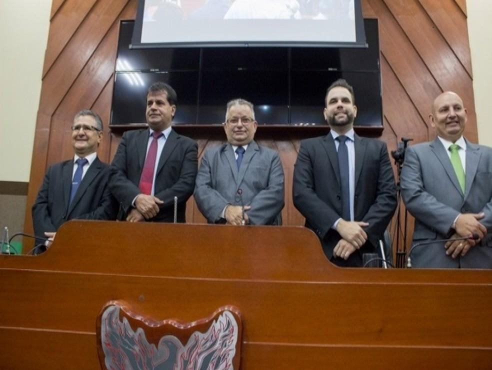 Nova Mesa Diretora toma posse na Câmara de Cuiabá — Foto: Brunna Maria/ Câmara de Cuiabá