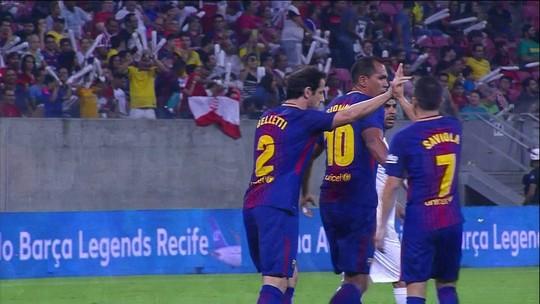 O gol de Lendas de Pernambuco 0 x 1 Lendas do Barcelona em amistoso