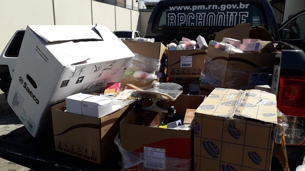 Carga de cosméticos roubada em Parnamirim, na Grande Natal, foi recuperada pela PM — Foto: Julianne Barreto/Inter TV Cabugi