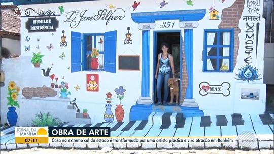 Artista plástica faz pinturas inusitadas na própria casa e imóvel vira ponto turístico na Bahia: 'Quis colorir'