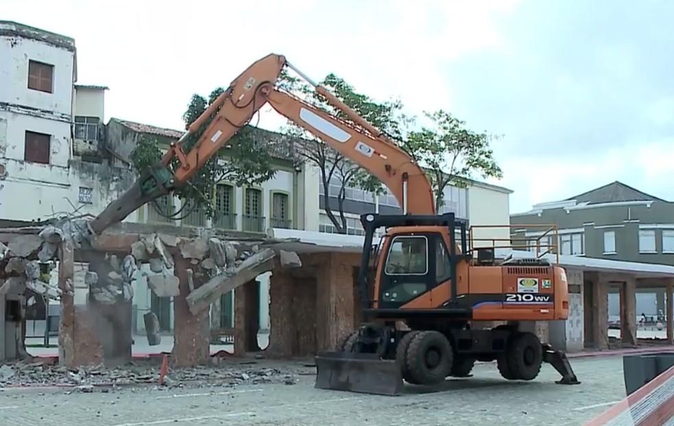 Abrigo é demolido para dar lugar a jardim em São Luís — Foto: Reprodução/TV Mirante