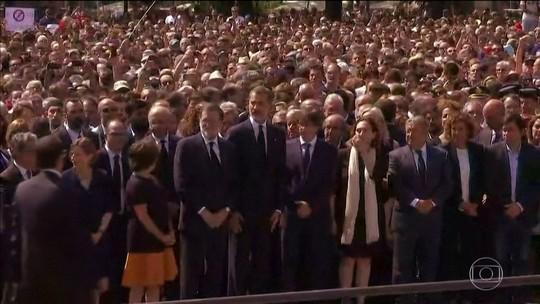 Espanhóis fazem homenagens às vítimas dos ataques na Catalunha
