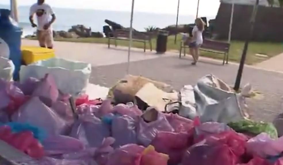Lixo recolhido na Barra — Foto: Reprodução/TV Bahia