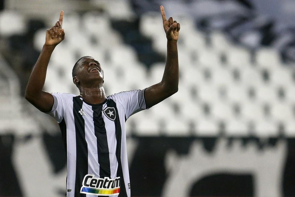 Matheus Babi marcou dois gols na vitória do Botafogo sobre o Resende — Foto: Vitor Silva/Botafogo