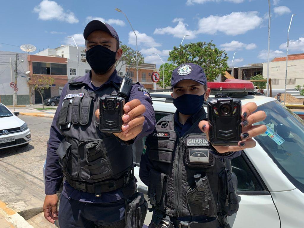 Agentes da Guarda Civil Municipal de Sertânia começam a usar câmeras em uniformes