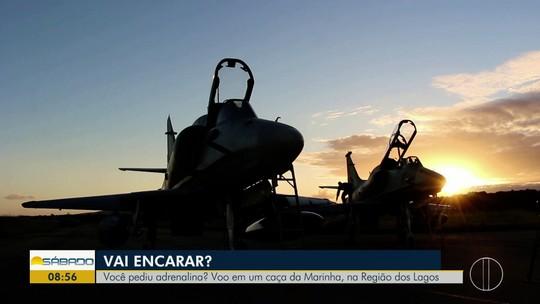 """""""Vai Encarar?"""" sobrevoa a Região dos Lagos do Rio em um caça da Marinha veterano de guerra"""