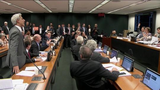 Projeto de lei que afrouxa controle de agrotóxicos é polêmica na Câmara