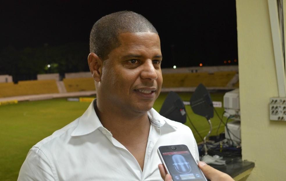 Marcelinho Carioca deixa cargo de secretário de Esportes e Lazer em Ubatuba — Foto: Danilo Sardinha/ Globoesporte.com