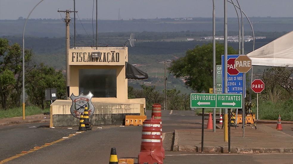 Entrada do Complexo Penitenciário da Papuda (Foto: TV Globo/Reprodução)