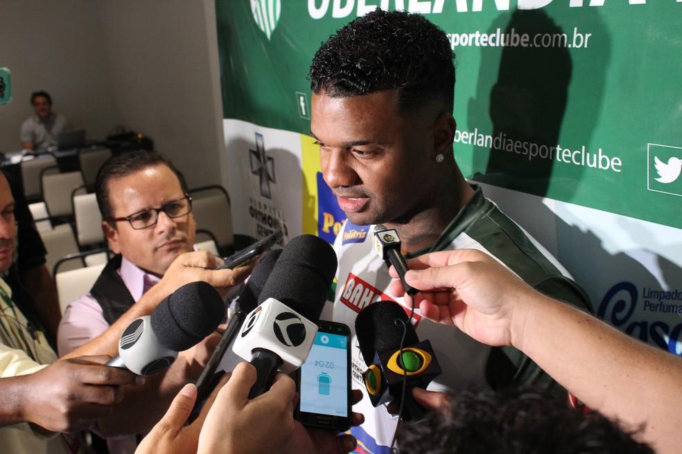 Goleiro Felipe assina com o Uberlândia Esporte para disputa do Campeonato Mineiro (Foto: Caroline Aleixo)