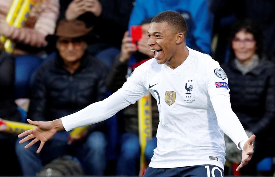 Mbappé supera Messi e Cristiano Ronaldo ao atingir 100 gols na carreira aos 20 anos e seis meses