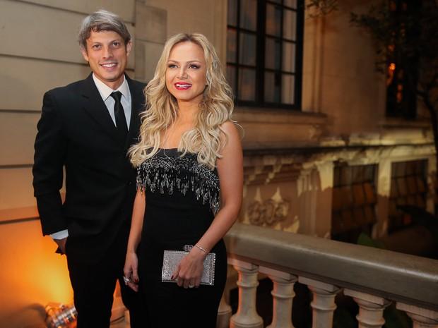 Eliana e o namorado, Adriano Ricco, em festa em São Paulo (Foto: Manuela Scarpa e Marcos Ribas/ Brazil News)