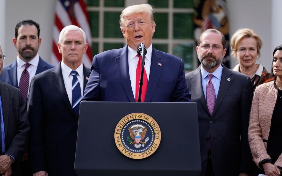 O presidente dos EUA, Donald Trump, durante pronunciamento sobre coronavírus no jardim da Casa Branca, na sexta-feira (13) — Foto: AP Photo/Evan Vucci