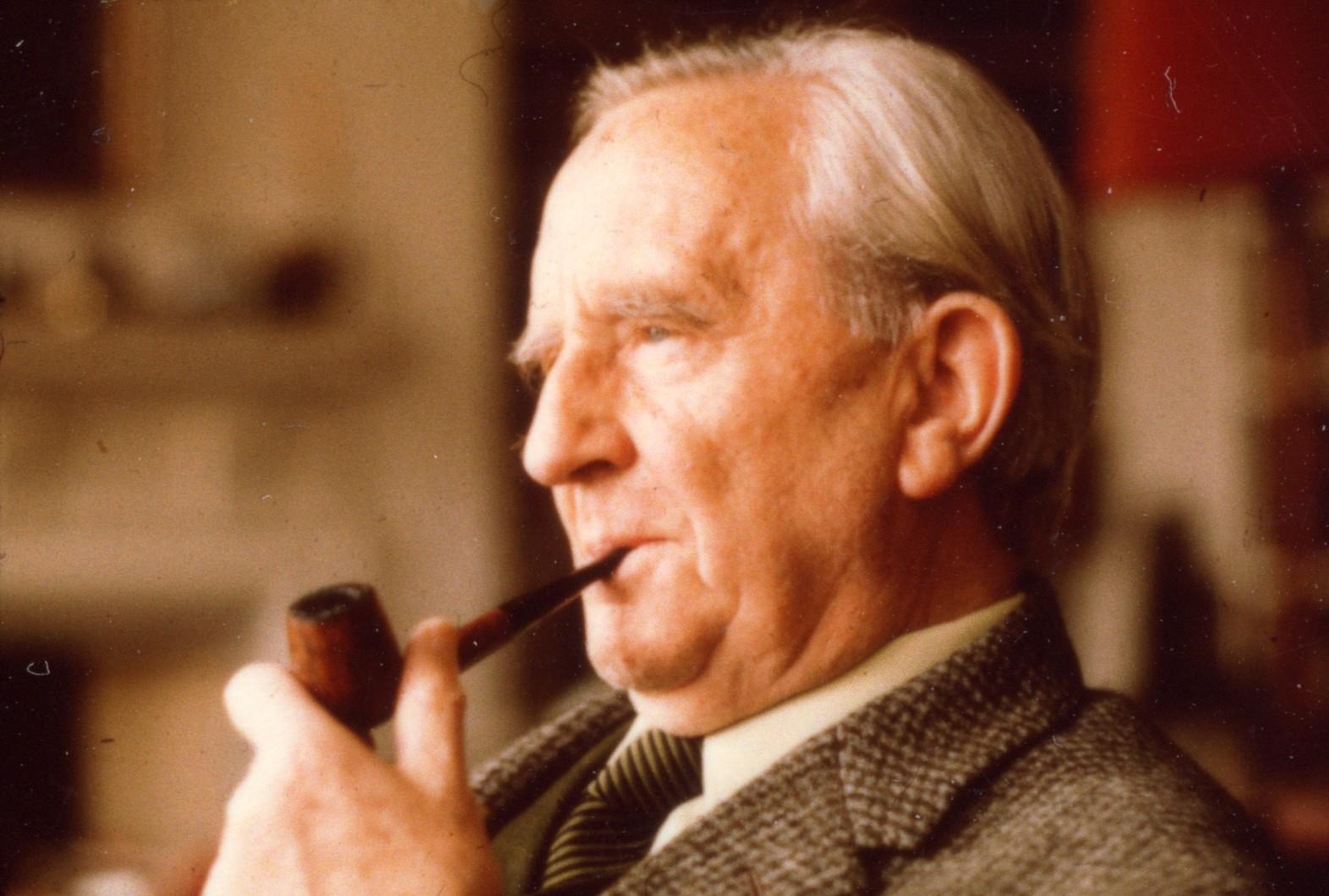 Com 'O Senhor dos Anéis', o professor J. R. R. Tolkien virou um fenômeno e influenciou gerações (Foto: Reprodução)