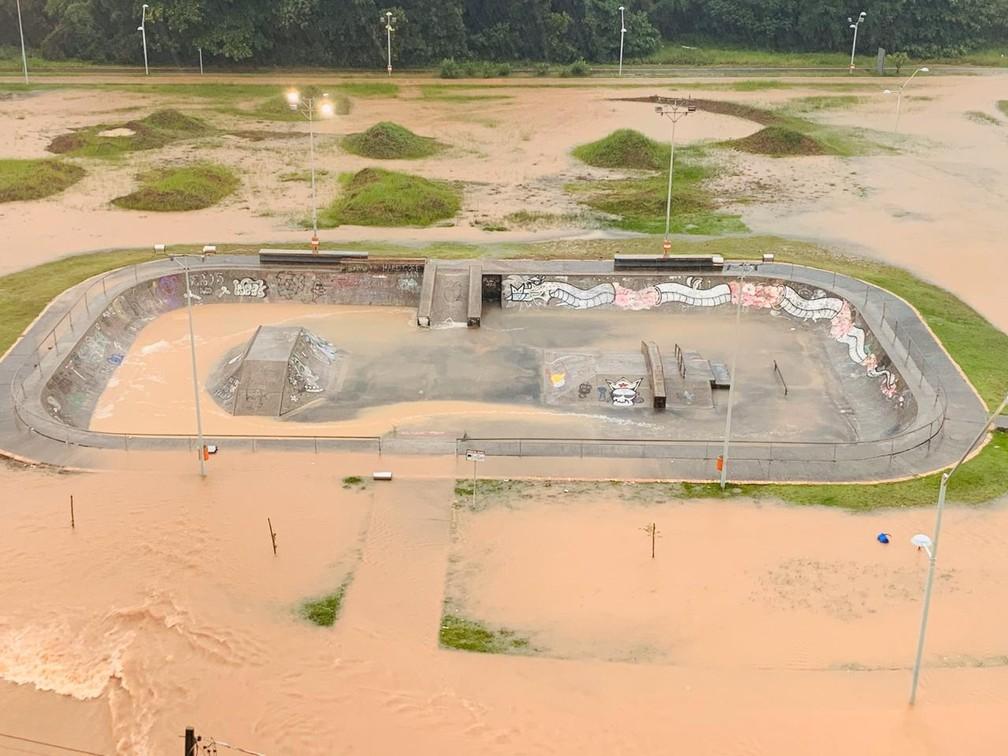 Praça da Lagoa da Jansen fica completamente alagada e com lama após chuva em São Luís (MA) — Foto: Divulgação/Jorge Nunes